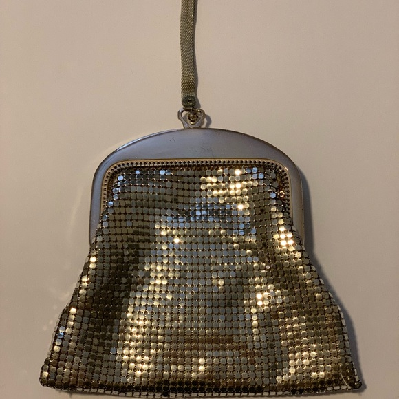 Whiting & Davis Handbags - Vintage 1940s Gold Mesh Whiting and Davis wristlet